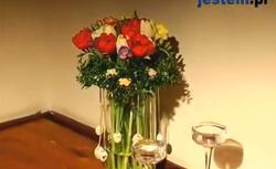 Stroik na Wielkanoc z żywymi kwiatami. Zrób sam piękną wielkanocną ozdobę