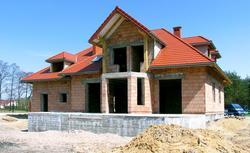 Murowanie ścian wiosną, czyli jak budować dom przy wahaniach temperatury