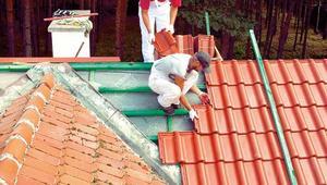 Remont dachu. Wymiana pokrycia dachowego czy tylko jego naprawa?