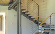 Stopnice i balustrady ze stali. Schody stalowe nie tylko do nowoczesnych wnętrz