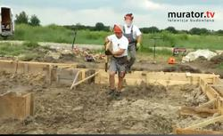 WIDEO: Budowa fundamentu krok po kroku. Jak wykonuje się ławy fundamentowe