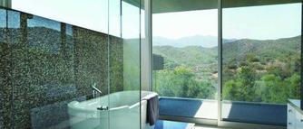Dlaczego szkło w kabinie prysznicowej jest lepsze od plastiku?