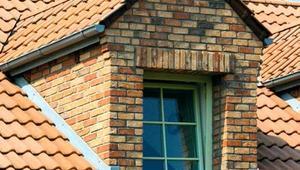 Dach z lukarnami. Doświetlenie poddasza i lepszy wygląd dachu