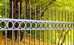 Nowoczesne rozwiązania systemów ogrodzeniowych: sprawdź czym się charakteryzują