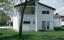 Koszt budowy domu jednorodzinnego. Który dom droższy: piętrowy czy z poddaszem?