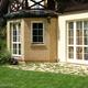 Jakie okna do domu? Okna plastikowe i okna drewniane w pojedynku na parametry!