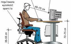 Praca przy komputerze. Jaka powinna być wysokość biurka? W jakiej odległości ustawić krzesło?