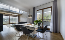 Nowoczesne okna energooszczędne do domów klasy premium. Czy stolarka drewniana to dobry wybór?