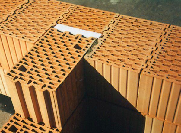 Pustaki poryzowane. Zasady murowania ścian jednowarstwowych z ciepłej ceramiki