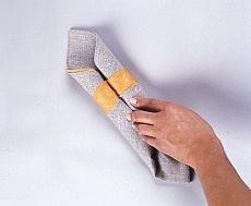 Układanie serwetek w rulonik - krok IV